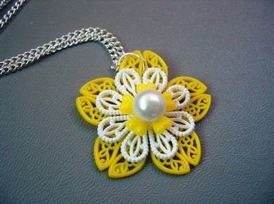 Yellow_necklace